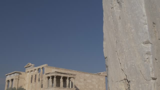 sweeping shot showing the erechtheion, the acropolis, unesco world heritage site, athens, greece, europe - the erechtheion stock videos & royalty-free footage