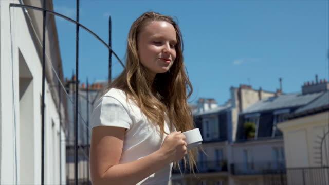 vidéos et rushes de sweet matin - balcon