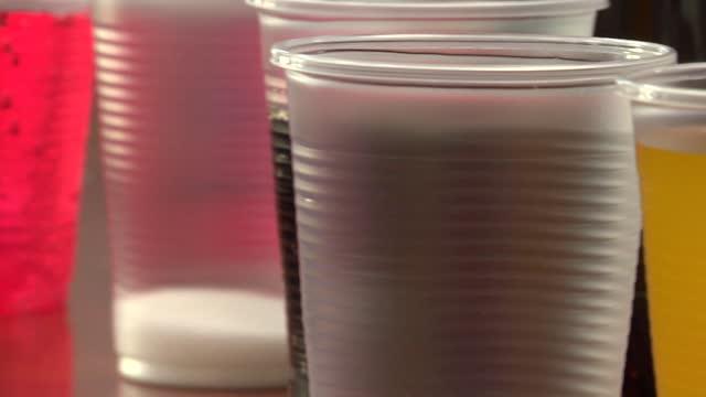stockvideo's en b-roll-footage met sweeten and colored beverages - suikerpot
