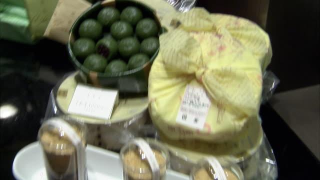 cu td sweets on display, tokyo, japan - skåp med glasdörrar bildbanksvideor och videomaterial från bakom kulisserna