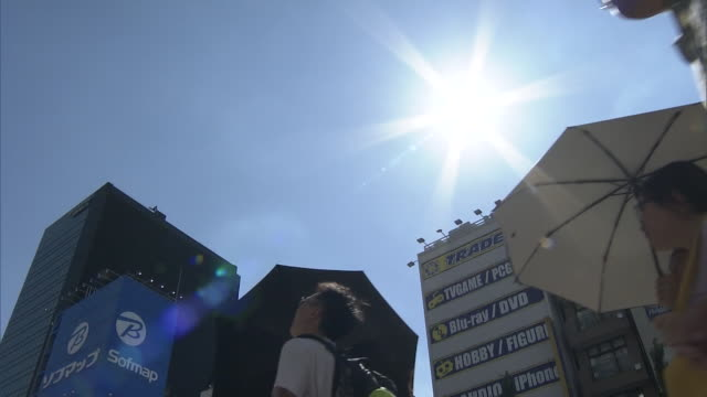sweltering heat continues across japan sending temperatures above 35 degrees celsius in many areas before noon on 31st july 2018 the meteorological... - 熱波点の映像素材/bロール