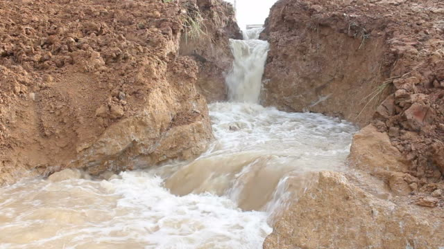swiftly flowing water in the soil niche. - mud stock videos & royalty-free footage