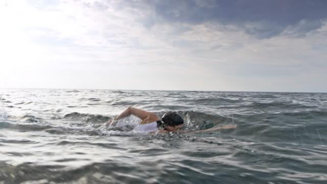 ts simmare simning främre crawl - idrotta bildbanksvideor och videomaterial från bakom kulisserna