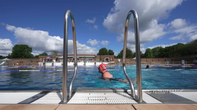 swimmer swims a length of the pool at parliament hill lido on july 11, 2020 in london, englandthe government has outlined the measures that will... - swimming pool stock videos & royalty-free footage