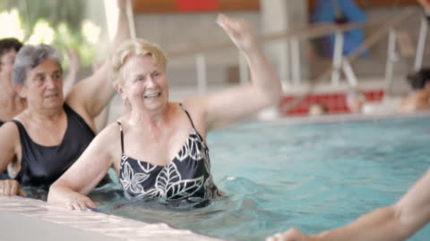 ms swimmers exercising in a pool / vancouver, british columbia, canada - menschengruppe stock-videos und b-roll-filmmaterial