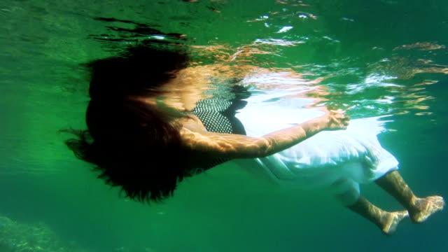 swimming girl - nur weibliche teenager stock-videos und b-roll-filmmaterial