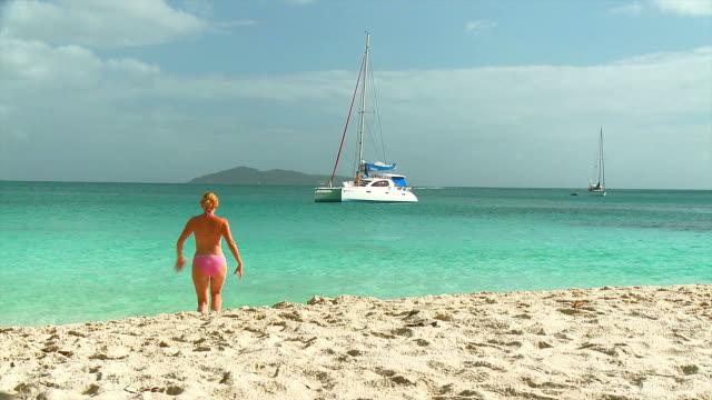 HD: Swimming In The Ocean