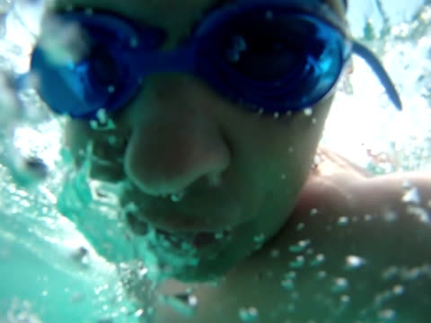 swimming man underwater view - loopable - swimming goggles stock videos & royalty-free footage