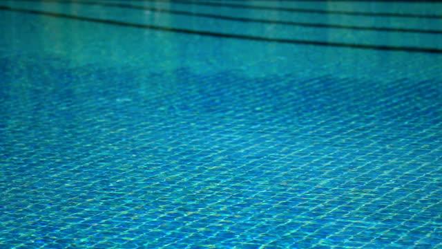vídeos y material grabado en eventos de stock de piscina de agua azul - mosaico