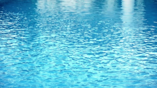 Schwimmbad-Kaustik mit Reflexionen