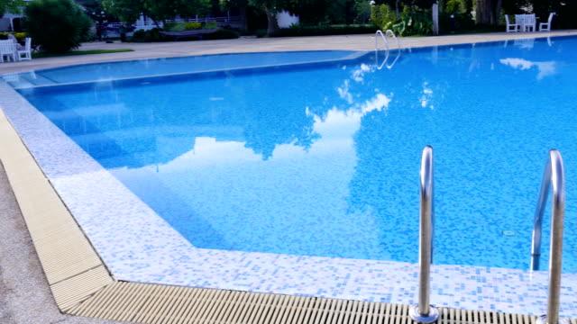 stockvideo's en b-roll-footage met zwembad - buitenbad