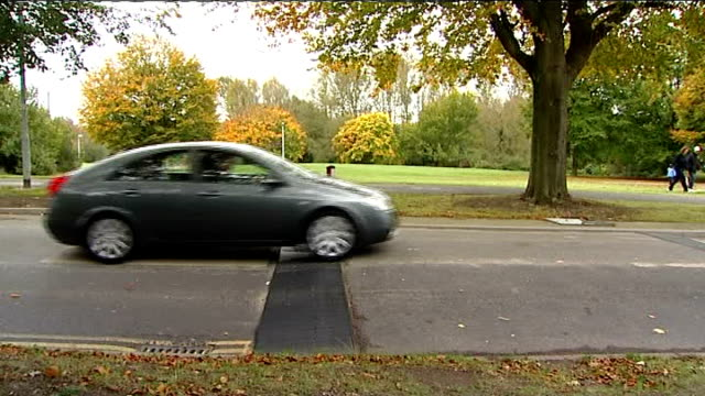 swindon council votes to scrap speed cameras; wiltshire: swindon: road sign for 'traffic calmed area' cars driving over speed bump sign for 20 mph... - tier rücken stock-videos und b-roll-filmmaterial