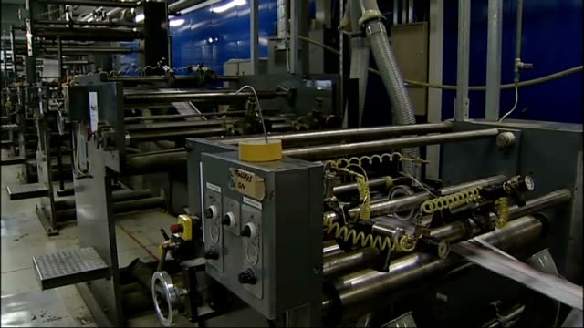 stockvideo's en b-roll-footage met swine flu cases in britain rises to 28: leaflet campaign starts; 30.4.09 england: nottingham: int swine flu leaflets being printed on printing press - varkensgriep