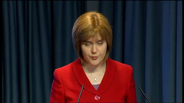 stockvideo's en b-roll-footage met swine flu continues to spread worldwide; location unknown: int nicola sturgeon msp press conference sot - varkensgriep