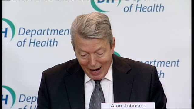 stockvideo's en b-roll-footage met government defends response; england: london: int alan johnson mp press conference sot - in the early stages the danger was that the outbreak might... - varkensgriep