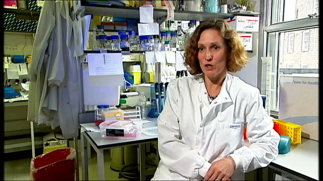 stockvideo's en b-roll-footage met two cases confirmed in scotland; england: london: int set-up shots of virologist, wendy barclay, working at laboratory bench wendy barclay interview... - varkensgriep