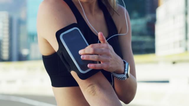 vidéos et rushes de passez à l'action avec la technologie intelligente - casque audio
