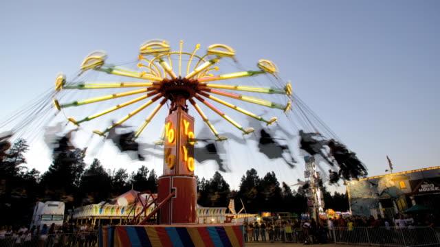 t/l ws swing ride spinning at dusk / flagstaff, arizona, usa - flagstaff arizona video stock e b–roll