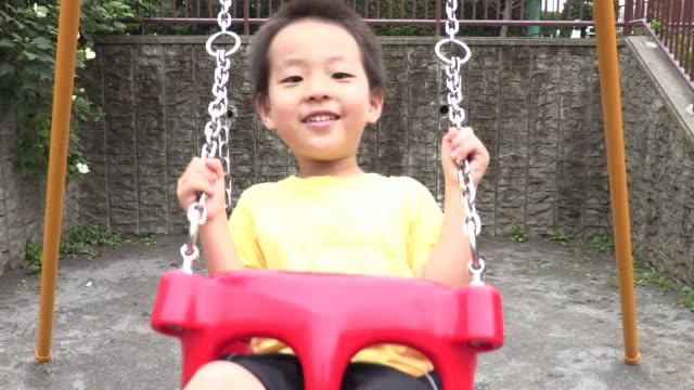 vídeos de stock e filmes b-roll de swing - só um bebé menino