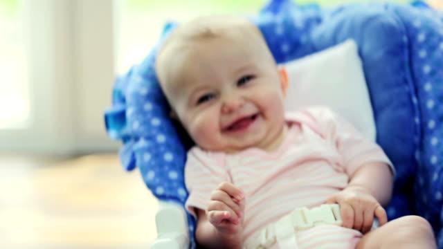 schwingende baby - nur babys stock-videos und b-roll-filmmaterial