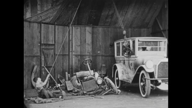 1922 swinging car motor destroys model a - flaschenzug stock-videos und b-roll-filmmaterial