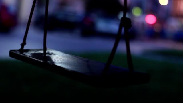 Schwingen schwingen, Lichter, die Straßenbahn im Hintergrund