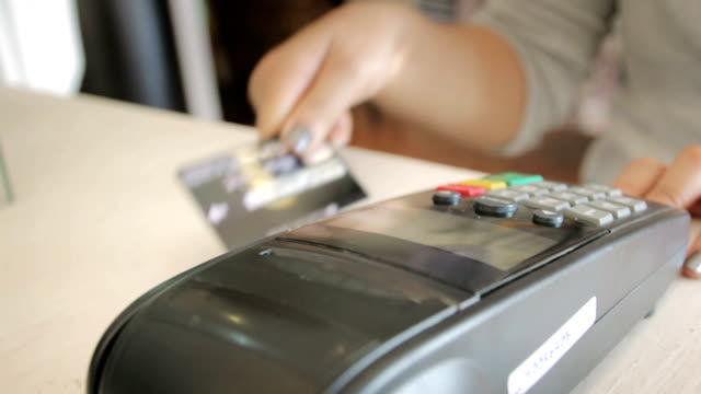 swiping a credit card,dolly shot - credit card reader stock videos & royalty-free footage