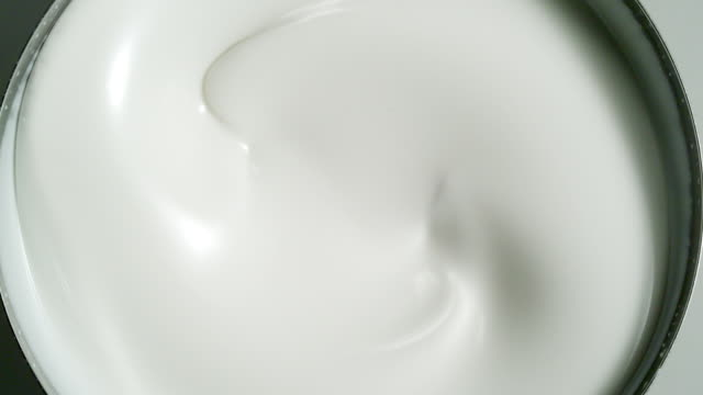 swirling yogurt. - mulinello video stock e b–roll