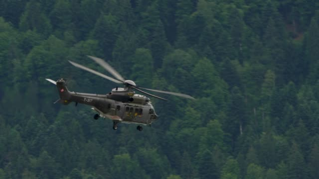 swiss army helicopter flying in the air - hubschrauber stock-videos und b-roll-filmmaterial