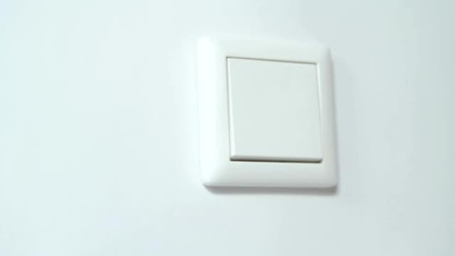 vidéos et rushes de interrupteur sur le mur blanc - interrupteur
