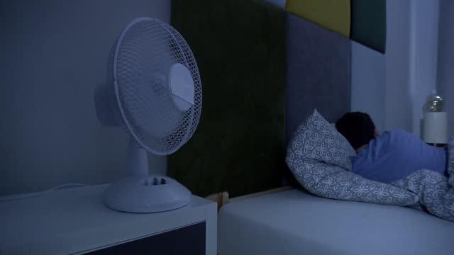 switched on ventilator - ヘッドボード点の映像素材/bロール