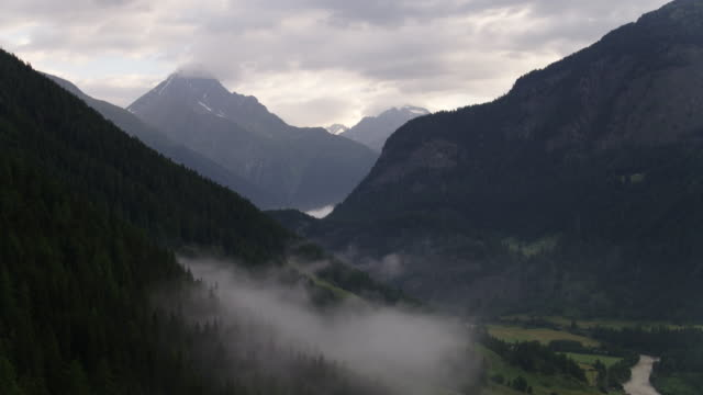 Switzerland_drone_fog_panorama