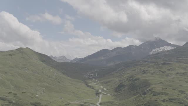 switzerland_drone_san_bernadino_pass - passo montano video stock e b–roll