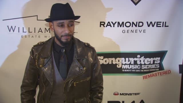 """swizz beats at the vh1 save the music foundation's """"songwriter music series"""" with swizz beats at hard rock cafe, times square on january 17, 2013 in... - ハードロックカフェ点の映像素材/bロール"""