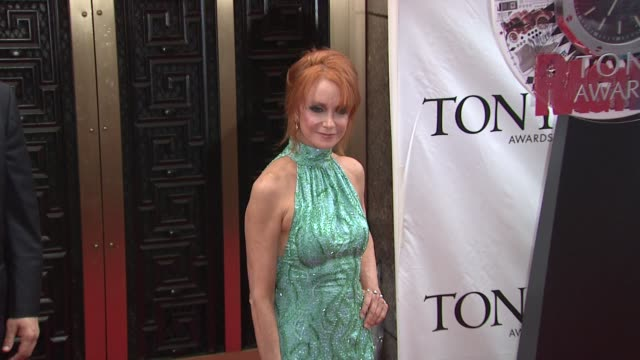 swoosie kurtz at the 64th annual tony awards at new york ny - swoosie kurtz stock videos & royalty-free footage