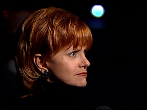 swoosie kurtz at the premiere of 'the late shift' at dga in los angeles, california on february 21, 1996. - アメリカ監督組合点の映像素材/bロール