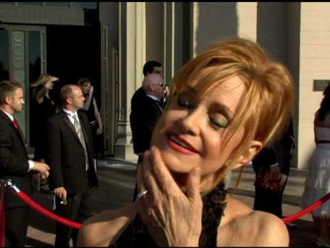 swoosie kurtz on 'huff' what makes it such a great show and why she is so proud to be part of the cast of 'huff' at the 2005 creative arts emmy... - swoosie kurtz stock videos & royalty-free footage