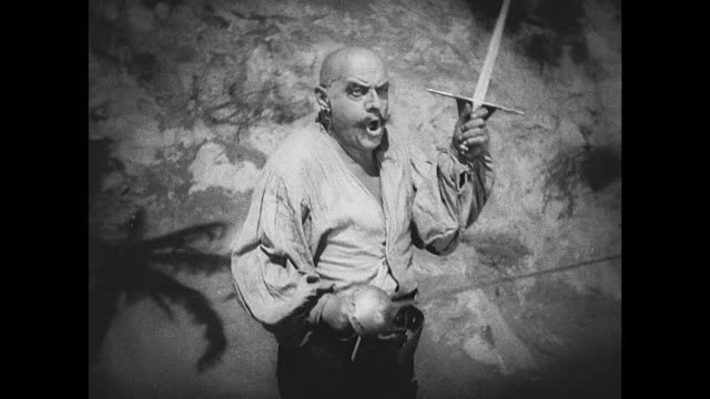 a swordfight between pirates (douglas fairbanks) ends in death for one of them - seeräuber stock-videos und b-roll-filmmaterial