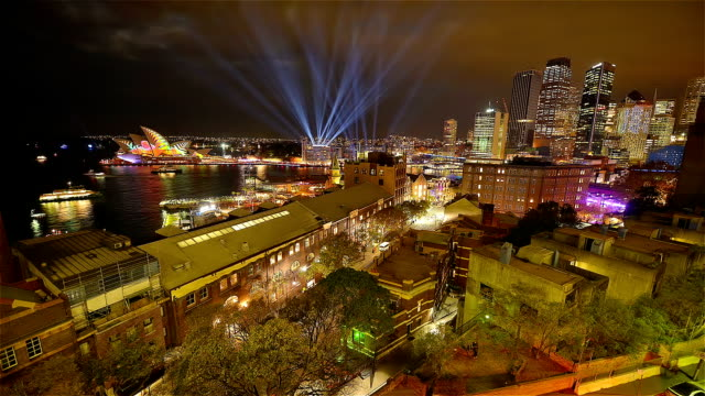 vivid sydney nightlight towards circular quay and city , new south wales/ australia - ニューサウスウェールズ州点の映像素材/bロール