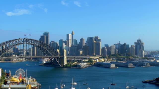 vídeos y material grabado en eventos de stock de skyline de sydney, nsw, australia - embarcación de pasajeros