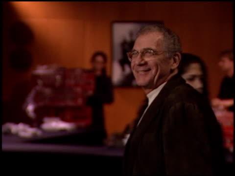 sydney pollack at the 'gangs of new york' premiere at dga in los angeles, california on december 17, 2002. - ギャング・オブ・ニューヨーク点の映像素材/bロール