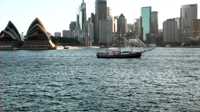 vídeos de stock, filmes e b-roll de horizonte de sydney  - teatro de ópera