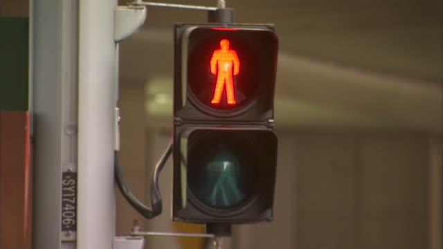 cu sydney traffic walk signal turning from red to green / sydney, new south wales, australia - pedestrian crossing stock videos & royalty-free footage