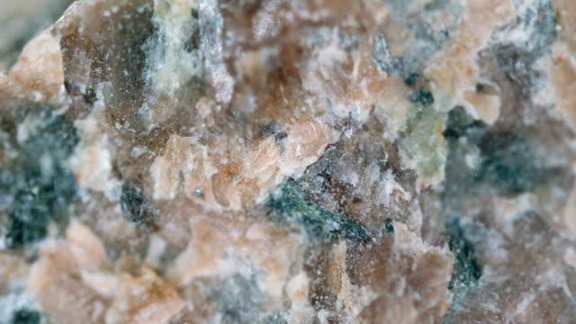 vídeos de stock, filmes e b-roll de amostra mineral seeana microscopia de luz - amostra científica