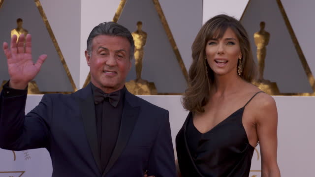 vídeos de stock, filmes e b-roll de sylvester stallone and jennifer flavin at the 88th annual academy awards arrivals at hollywood highland center on february 28 2016 in hollywood... - sylvester stallone