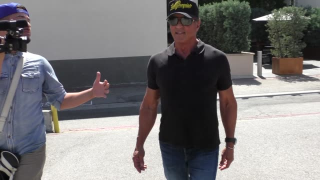 vídeos de stock, filmes e b-roll de sylvester stallone talks about the rambo of iraq as he leaves cafe roma in beverly hills in celebrity sightings in los angeles - sylvester stallone