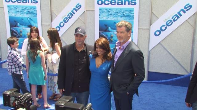 sylvia earle, wyland, pierce brosnan at the 'oceans' premiere at hollywood ca. - ピアース・ブロスナン点の映像素材/bロール
