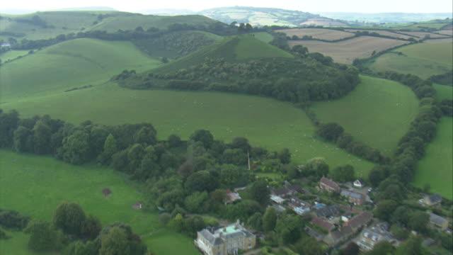 symondsbury and colmer's hill - hill点の映像素材/bロール