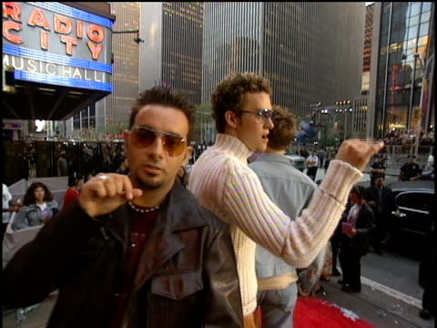 n sync arrive to the 2000 video music awards at radio city music hall - mtv video music awards stock videos & royalty-free footage
