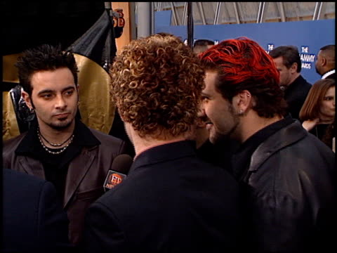 vídeos de stock, filmes e b-roll de 'n sync at the 2000 grammy awards arrivals at staples center in los angeles california on february 23 2000 - n sync